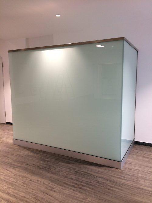 freistehende Glas Sichtschutz Wand